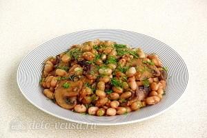 Тушеная фасоль с грибами и грецкими орехами готова