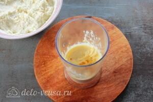 Сгущенное молоко взбиваем с маслом