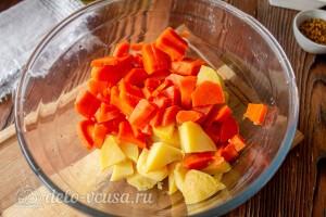 Режем морковь кубиками