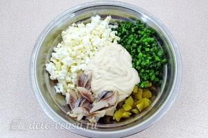 Соединяем все ингредиенты для салата