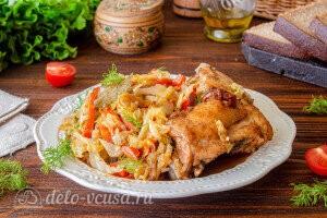 Запеченная курица с капустой в рукаве готова