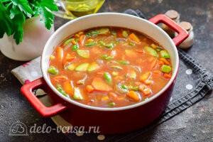 Заливаем томатным соусом и отправляем в разогретую духовку на 35 минут
