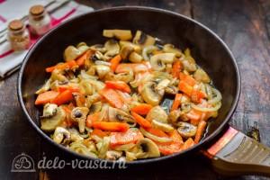 Обжариваем овощи на сковороде