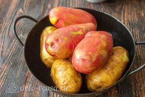 Хорошо промываем картофель