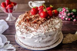 Прячем торт на ночь в холодильник