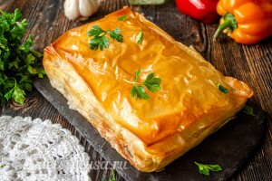 Греческий пирог со шпинатом и фетой готов