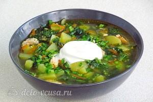 Суп из крапивы с консервированной горбушей готов