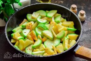 Обжариваем овощи до румяной корочки