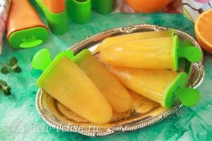 Апельсиновый фруктовый лед на палочке готов