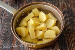 Отвариваем картошку до готовности
