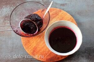 Процеживаем сок от жмыха