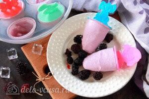 Домашнее ежевичное мороженое готово