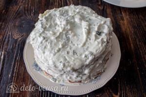 Верх и края торта смазываем сметаной