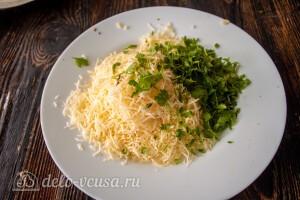 Тертый сыр соединяем с зеленью