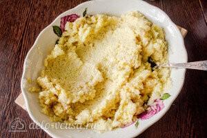 Посолить и поперчить картофельную массу