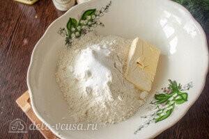 Киш с капустой и яйцом: соединяем сливочное масло, пшеничную муку, соль и разрыхлитель