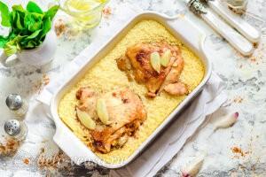 Куриные бедра с кускусом в духовке готовы
