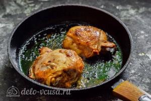 Жарим мясо с двух сторон на сковороде