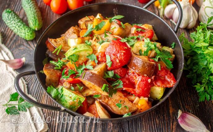 Овощное рагу с баклажанами и кабачками в духовке