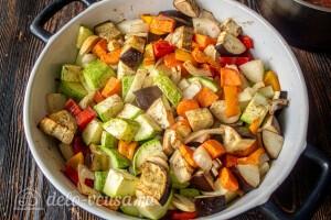 Отправляем овощи в разогретую духовку на 20 минут