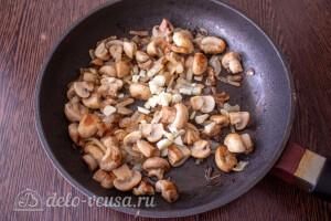 Обжариваем грибы до румяного цвета