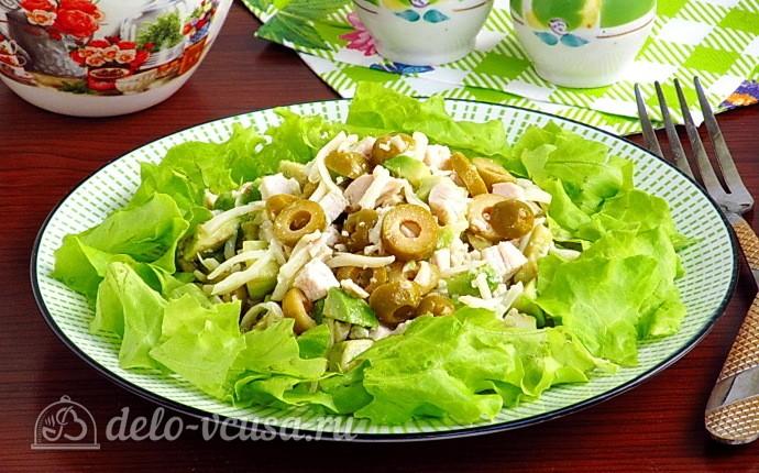 Салат «Дарида» с авокадо и куриным филе