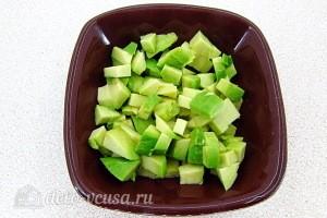 Авокадо режем кубиками