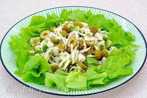 Салат «Дарида» с авокадо и куриным филе готов