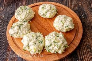 Сырники с кабачками и зеленью: фото к шагу 6.