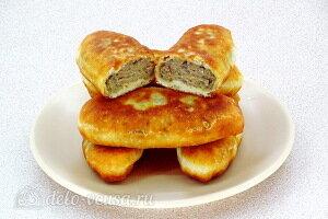 Жареные пирожки на кефире с картофелем и куриной печёнкой готовы