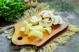 Режем перец и грибы