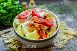 Соединяем все овощи и добавляем специи