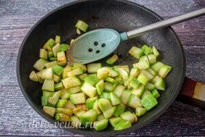 Обжариваем кабачки на растительном масле