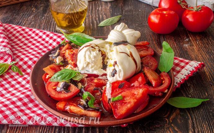 Буррата с помидорами и базиликом: фото блюда приготовленного по данному рецепту