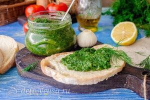 Быстрый чесночный соус с зеленью готов