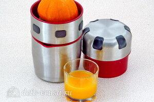 Выдавливаем апельсиновый сок