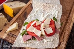Сверху твердый сыр