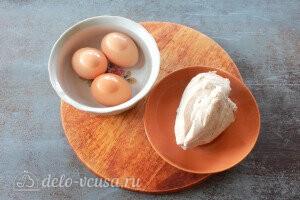 Яйца и куриное филе отвариваем до готовности