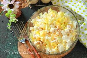 Куриный салат «Нежность» с пекинской капустой и ананасами готов