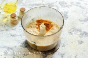 Измельчаем фасоль в паштет и добавляем специи по вкусу