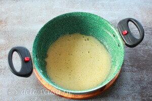 Взбиваем яйца с сахаром для крема