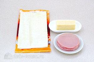 Розочки из слоеного теста с колбасой и сыром: Ингредиенты