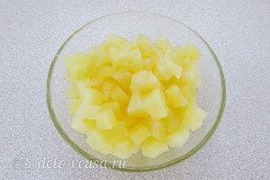 Режем консервированный ананас