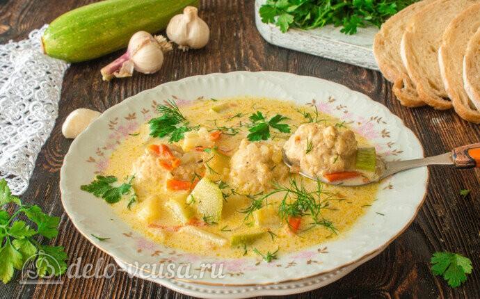 Сырный суп с фрикадельками и кабачками