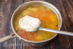 За 5 минут до готовности добавляем плавленый сыр