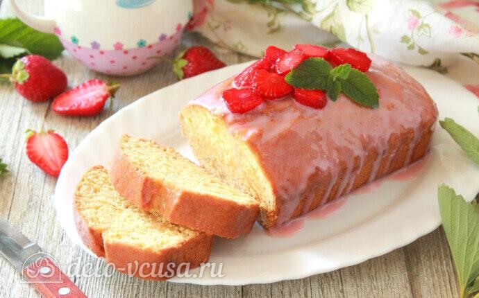 Творожный кекс с клубничной глазурью