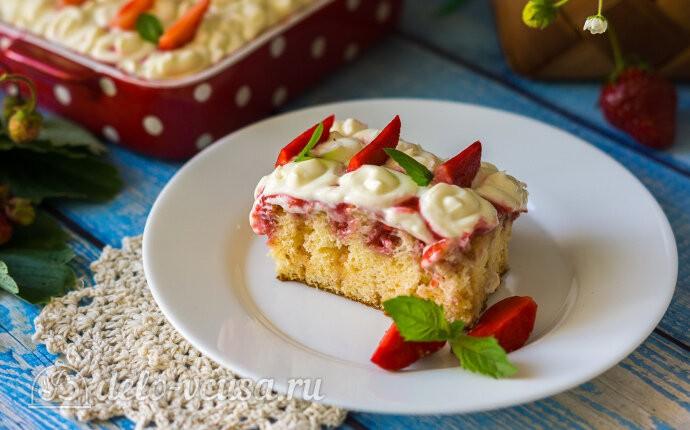 Дырявый пирог с клубникой «Роke cake»