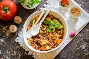 Гречневая каша с кабачками и морковью готова