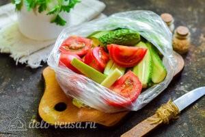 Кладем овощи в чистый пакет