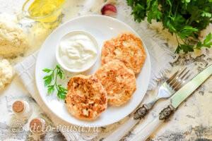Куриные котлеты с цветной капустой и сыром готовы